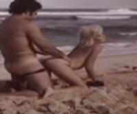 Ron Jeremy fickt eine Blondine am Strand
