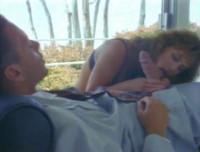 Brünette Schlampe im Retro Porno gefickt