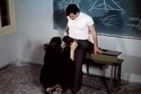 Schülerin fickt ihren Lehrer