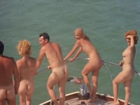 Nudisten Treffen auf dem Boot