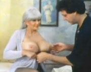 Oma braucht einen Tittenfick