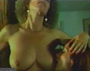 Die dickbusige haarige Christa steht auf Gruppensex
