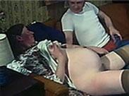 Schwangere Schlampe in die siffige Fotze gefickt