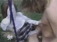 Junge Abiturientin auf dem Spielplatz gefickt