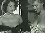 Zwei reife Frauen mit mächtig grossen Möpsen
