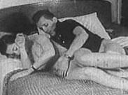 Hausfrau beim Masturbieren erwischt