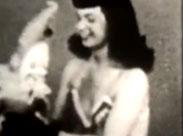 Schwarz-weiss Pornofilm mit einer geilen Fotze