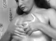 Dicke Titten und eine extrem behaarte Fotze