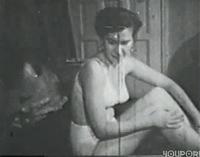 Geiles Pärchen fickt im Vintage Sexfilm auf dem Bett