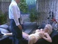 Blonde Schlampe mit dicken Titten