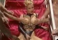 Gina Wild unter der Spermadusche