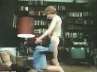 Teen im Wohnzimmer gefickt