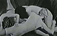 Drei Jungfrauen fingern sich im Lesbenporno
