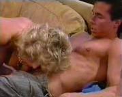 Blondine mit dicken Titten bekommt einen Fick