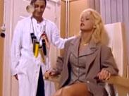 Kelly Trump beim Fotzen Doktor