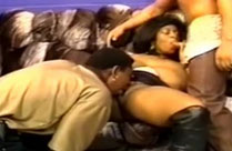 Schwarze ficken schwarze Hausfrau