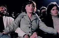Frau gibt Handjob im Kino